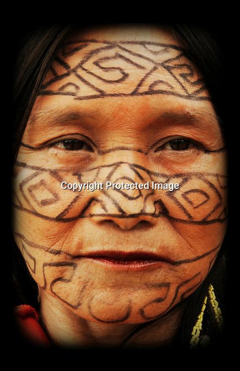 Femme Huni kuin peinte de Jénipapu.