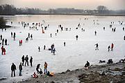 Nederland, Nijmegen, 30-12-2008IJspret op de oude Waal in de Ooijpolder.Foto: Flip Franssen/Hollandse Hoogte
