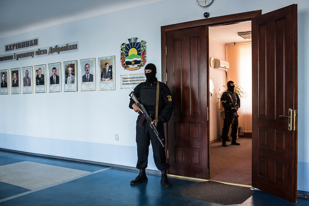 DOBROPILLYA, UKRAINE - MAY 21:  Members of the Donbass Battalion, a pro-Ukraine militia, secure a hallway during a meeting with the local mayor to ensure the integrity of the upcoming presidential election on May 21, 2014 in Dobropillya, Ukraine. Days before presidential elections are scheduled, questions remain whether the eastern regions of Donetsk and Luhansk are stable enough to administer the vote. (Photo by Brendan Hoffman/Getty Images) *** Local Caption ***