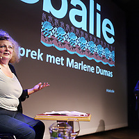 Nederland, Amsterdam , 11 september 2013.<br /> In de Balie.<br /> Een gesprek met kunstenares Marlene Dumas.<br /> Marlene Dumas (Kaapstad, 3 augustus 1953) is een in Zuid-Afrika geboren kunstenares. Zij woont en werkt sinds 1976 in Amsterdam en wordt als een Nederlandse kunstenares beschouwd.<br /> Dumas wordt geinterviewd door journalist en directeur van de Balie Yoeri Albrecht. <br /> A public conversation with artist Marlene Dumas in cultural center De Balie in Amsterdam.<br /> Foto:Jean-Pierre Jans