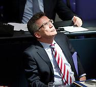 DEU,Deutschland,Berlin,230311 Verteidigungsminister Thomas de Maiziere (CDU) sitzt in der Regierungsbank im Bundestag in Berlin..