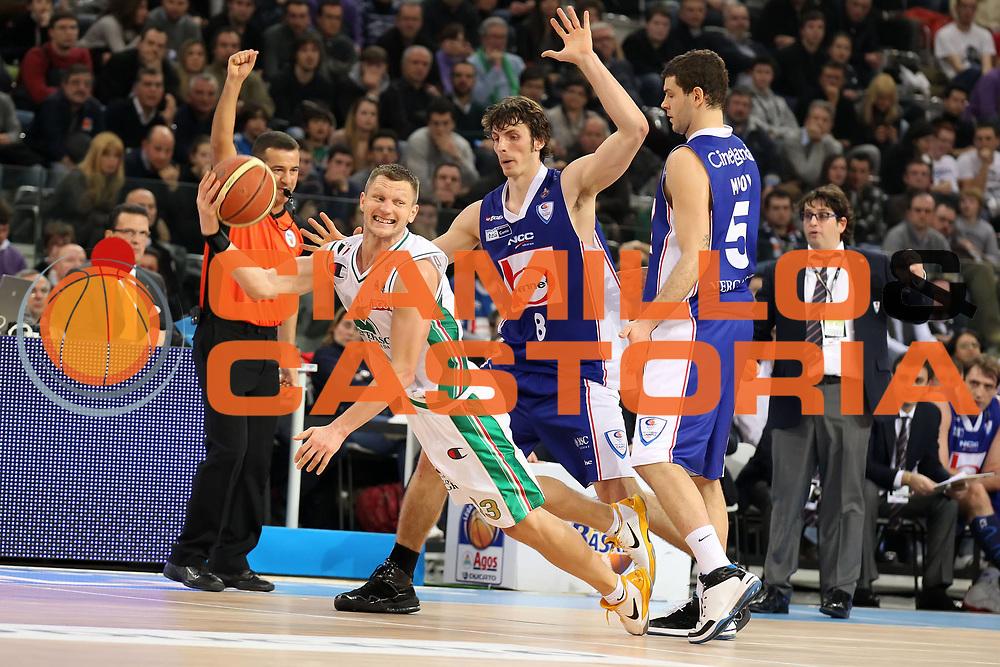 DESCRIZIONE : Torino Coppa Italia Final Eight 2011 Finale Montepaschi Siena Bennet Cantu<br /> GIOCATORE : Rimantas Kaukenas<br /> SQUADRA : Montepaschi Siena<br /> EVENTO : Agos Ducato Basket Coppa Italia Final Eight 2011<br /> GARA : Montepaschi Siena Bennet Cantu<br /> DATA : 13/02/2011<br /> CATEGORIA : fallo passaggio super<br /> SPORT : Pallacanestro<br /> AUTORE : Agenzia Ciamillo-Castoria/ElioCastoria<br /> Galleria : Final Eight Coppa Italia 2011<br /> Fotonotizia : Torino Coppa Italia Final Eight 2011 Finale Montepaschi Siena Bennet Cantu<br /> Predefinita :