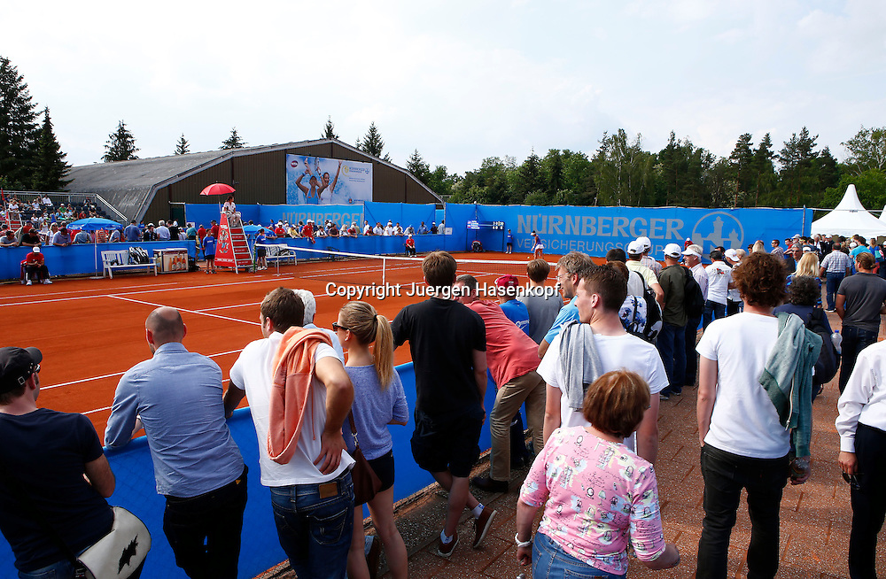 Nuernberger Versicherungscup 2013,WTA Tennis Tournament,Zuschauer stehen am Show Court,Querformat,Feature,