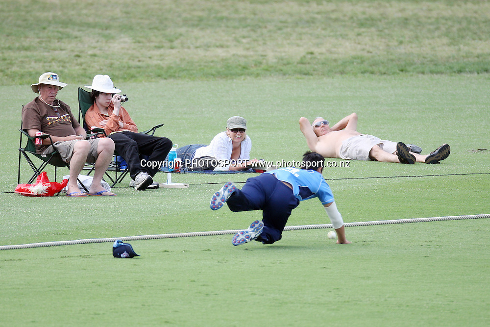 Anaru Kitchen dives for the ball. Men's one day cricket, Auckland Aces v Wellington Firebirds, Colin Maiden Park, Auckland. Wednesday 12 January 2011. Photo: Ella Brockelsby/photosport.co.nz
