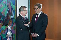 06 FEB 2013, BERLIN/GERMANY:<br /> Thomas de Maiziere (L), CDU, Bundesverteidigungsminister, und Guido Westerwelle (R), FDP, Bundesaussenminister, im Gespraech, vor Beginn der Kabinettsitzung, Bundeskanzleramt<br /> IMAGE: 20130206-01-010<br /> KEYWORDS: Sitzung, Kabinett, Unterlagen, Thomas de Maizière, Gespräch