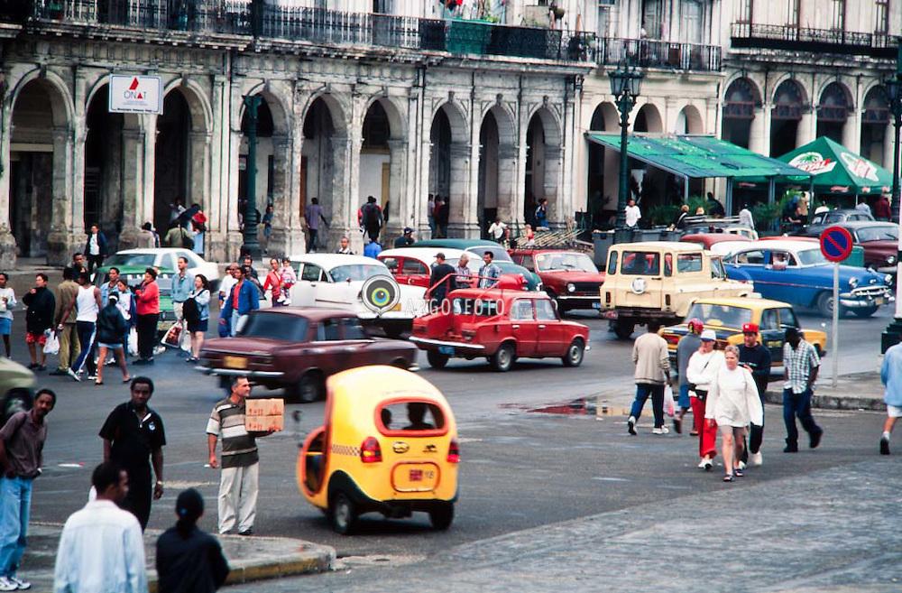 Cocotaxi, um tipo de taxi utilizado em Cuba. Havana / Cocotaxi, a type of cab used in Cuba. Havana.