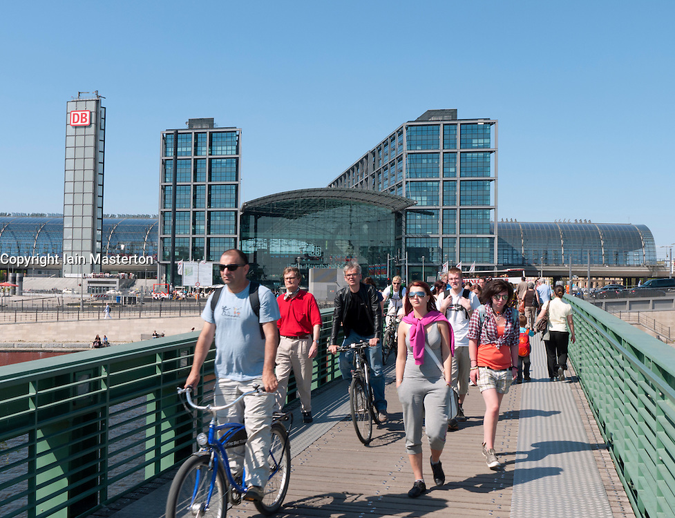 Busy footbridge across Spree River beside Berlin Hauptbahnhof or Main railway station in Germany