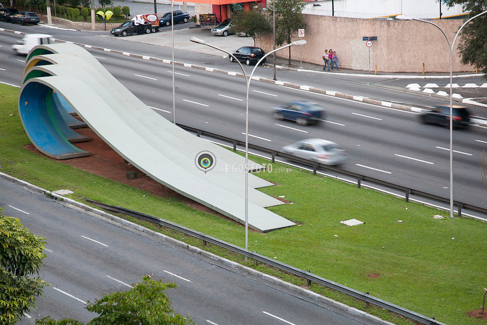 Monumento das Ondas, projetada pela artista plastica Tomie Ohtake em homenagem aos 80 anos da imigracao japonesa no Brasil. // Monument of the Waves, designed by artist Tomie Ohtake in honor of the 80th anniversary of Japanese immigration to Brazil.