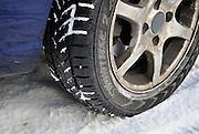 Nederland, Ubbergen, 8-12-2010Winterband van Vredstein op een auto in de sneeuw.Foto: Flip Franssen/Hollandse Hoogte
