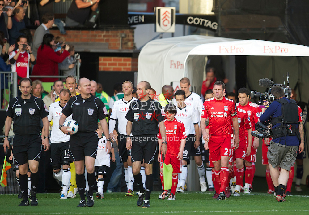 LONDON, ENGLAND - Monday, May 9, 2011: Liverpool's captain Jamie Carragher, making his 666th appearance for the club, the second highest in the club's history, before the Premiership match against Fulham at Craven Cottage. (Photo by David Rawcliffe/Propaganda)