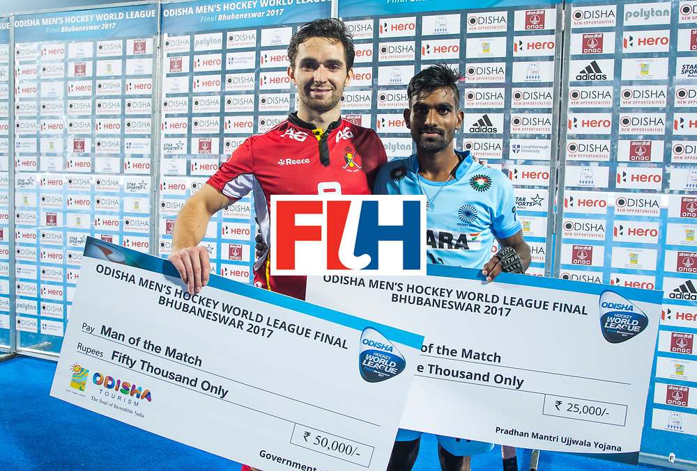 BHUBANESWAR - The Odisha Men's Hockey World League Final . Match ID 13 , Quarter Final, . Belgium v India   . Player of the match, Loick Luypaert (Bel) with  Sunil Sowmarpet (Ind) , junior player of the match.   WORLDSPORTPICS COPYRIGHT  KOEN SUYK