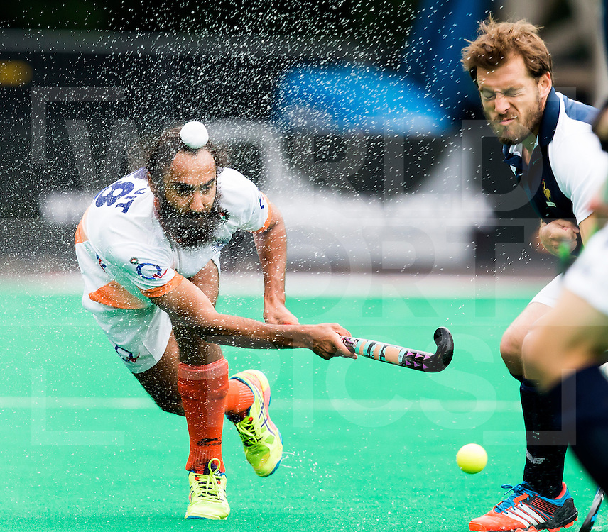 BRASSCHAAT (ANTWERP - Belgium) -  KULAR Jasjit Singh  with the French Martin Genestet during the Fintro Hockey World League Semi-Final match between the men of India and France (3-2) COPYRIGHT WORLDSPORTPICS KOEN SUYK