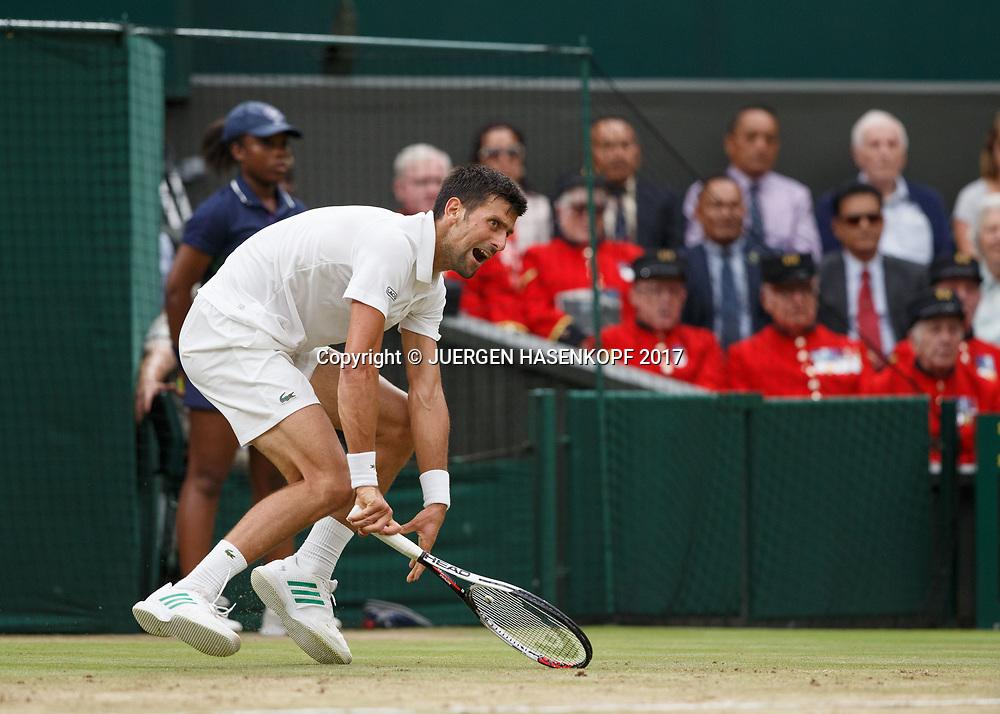 NOVAK DJOKOVIC (SRB) strauchelt vor den Chelsea Pensioners<br /> ,<br /> Tennis - Wimbledon 2017 - Grand Slam ITF / ATP / WTA -  AELTC - London -  - Great Britain  - 11 July 2017.
