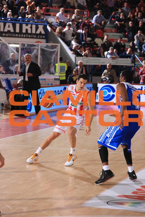 DESCRIZIONE : Teramo Campionato Lega Basket A 2010-11 Banca Tercas Teramo Dinamo Sassari<br /> GIOCATORE : Ivan Zoroski<br /> SQUADRA : Banca Tercas Teramo<br /> EVENTO : Campionato Lega Basket A 2010-2011<br /> GARA : Banca Tercas Teramo Dinamo Sassari<br /> DATA : 31/10/2010<br /> CATEGORIA : Palleggio<br /> SPORT : Pallacanestro <br /> AUTORE : Agenzia Ciamillo-Castoria/M.Carrelli<br /> Galleria : Lega Basket A 2010-2011 <br /> Fotonotizia : Teramo Campionato Lega Basket A 2010-11 Banca Tercas Teramo Dinamo Sassari<br /> Predefinita :