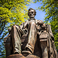 Chicago Abraham Lincoln sitting statue in Grant Park. The statue is named The Head of State and is also known as Seated Lincoln or Sitting Lincoln.