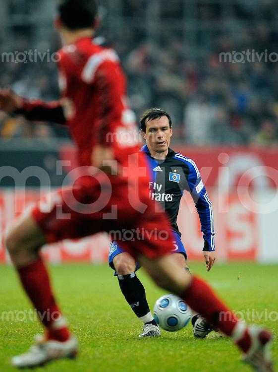 Fussball  1. Bundesliga  Saison 2008/2009    21. Spieltag     Bayer Leverkusen - Hamburger SV   22.02.2009   Piotr TROCHOWSKI (Hamburg), Einzelaktion am Ball.