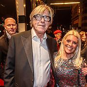 NLD/Amsterdam/20160311 - Inloop Boekenbal 2016, Bert van der Veer en partner Judith Osborn