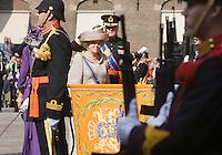 Nederland. Den Haag, 16 september 2008.<br /> Prinsjesdag.<br /> Koningin Beatrix en kroonprins Willem-Alexander groeten het vaandel.monarchie,royalty<br /> Foto Martijn Beekman<br /> NIET VOOR PUBLIKATIE IN LANDELIJKE DAGBLADEN.