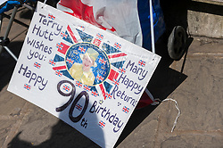 © Licensed to London News Pictures. 20/04/2016. Windsor, UK. Terry Hutt, 82, has a birthday wish on a card and is one of the keen royal fans who will camp out overnight in order to be in prime position in order to see The Queen as she takes part in a walkabout outside Windsor Castle tomorrow her 90th birthday tomorrow. Photo credit : Stephen Chung/LNP