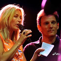 10-05-2008 VOLLEYBAL: DELA MEIDENDAG: APELDOORN<br /> Zo n 1500 meisjes woonden de teampresentatie van het Nederlands vrouwenvolleybalteam bij. De DELA meidendag werd weer een groot succes / Avital Selinger en Wendy van Dijk<br /> ©2008-WWW.FOTOHOOGENDOORN.NL