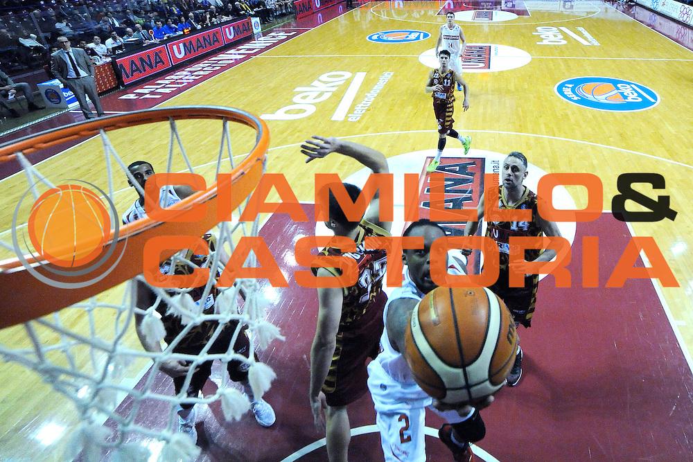 DESCRIZIONE : Venezia Lega A 2015-16 Umana Reyer Venezia - Openjobmetis Varese<br /> GIOCATORE : malik wayns<br /> CATEGORIA : Tiro Special<br /> SQUADRA : Umana Reyer Venezia - Openjobmetis Varese<br /> EVENTO : Campionato Lega A 2015-2016 <br /> GARA : Umana Reyer Venezia - Openjobmetis Varese<br /> DATA : 20/12/2015<br /> SPORT : Pallacanestro <br /> AUTORE : Agenzia Ciamillo-Castoria/M.Gregolin<br /> Galleria : Lega Basket A 2015-2016  <br /> Fotonotizia :  Venezia Lega A 2015-16 Umana Reyer Venezia - Openjobmetis Varese