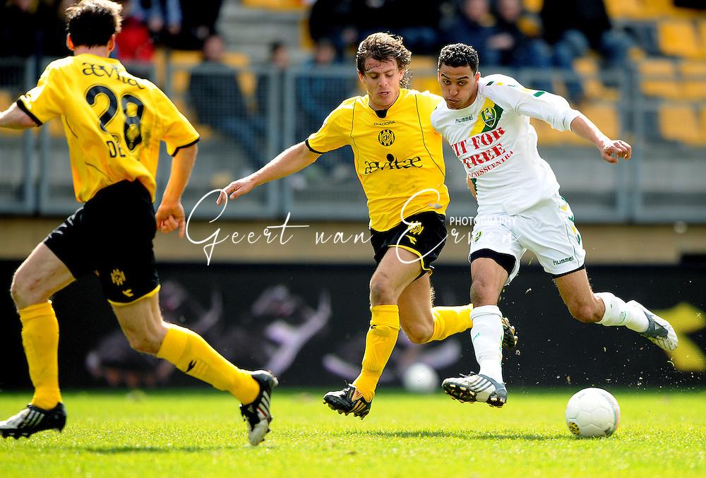 22-03-2009 Voetbal:Roda JC:Ado Den Haag:Kerkrade<br /> Marcel Meeuwis verdedigt Karim Soltani<br /> Foto: Geert van Erven