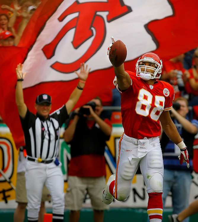 Kansas City Chiefs tight end Tony Gonzalez celebrated after his record-setting 63rd touchdown catch of his career on a three-yard catch in the first quarter against the Cincinnati Bengals on October 14, 2007, at Arrowhead Stadium in Kansas City, Mo. Gonzalez's 63rd (and later 64th) touchdown catch sets the NFL all-time mark for tight end touchdowns. The Chiefs won 27-20.