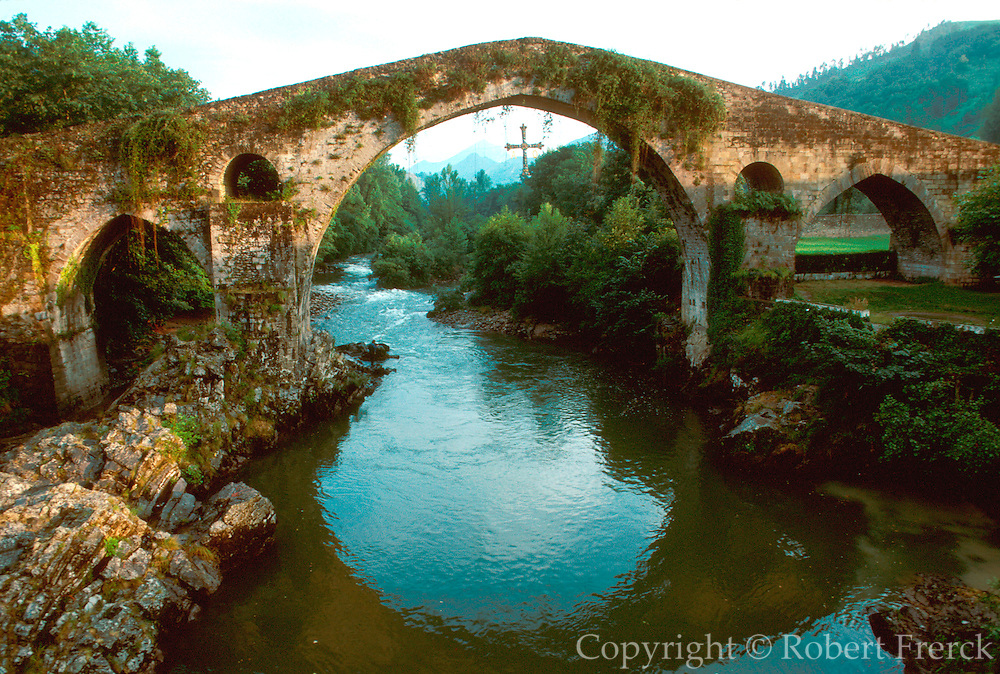 SPAIN, NORTH, ASTURIAS Cangas de Onis, Romanesque Bridge