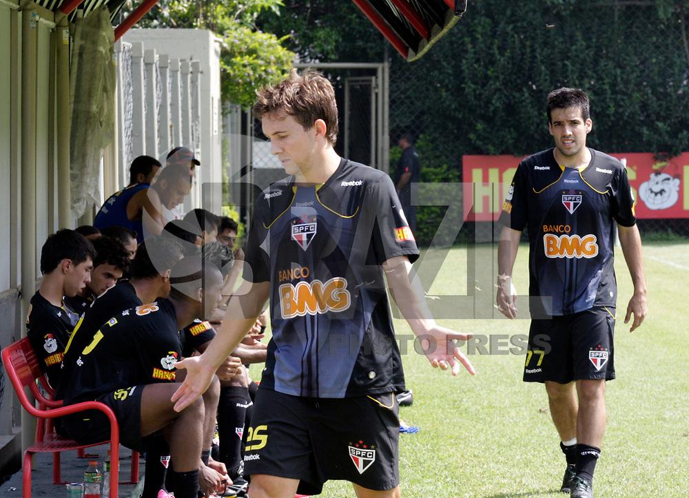 SÃO PAULO, SP, 18 DE FEVEREIRO DE 2011 - TREINO DO SÃO PAULO FC - O jogador Dagoberto durante treino preparatório da equipe do São Paulo FC para a partida contra o Bragantino, no CT da Barra Funda, nesta sexta-feira (18). (FOTO: ALE VIANNA / NEWS FREE).