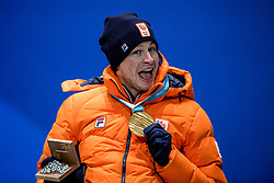 12-02-2018: Olympische Spelen: Dag 3: Pyeongchang<br /> Sven Kramer krijgt de gouden medaille op Medal Plaza voor zijn winnende rit op de 5000 meter schaatsen tijdens de Olympische Winterspelen van Pyeongchang.