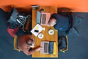 Nederland, Nijmegen, 18-2-2013Twee mannen zitten aan een tafel in een cafe en werken online met hun laptop computer..Foto: Flip Franssen/Hollandse Hoogte