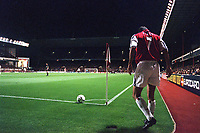 Robert Pires (Arsenal) prepares to take a corner. Arsenal 3:2 FC Shakhar Donetsk, UEFA Champions League, Group B, 20/9/2000. Credit: Colorsport / Stuart MacFarlane.