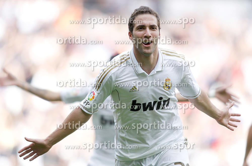 06.11.2011, Santiago Bernabeu Stadium, Madrid, ESP, Primera Division, Real Madrid vs CA Osasuna, im Bild  Real Madrid's Gonzalo Higuain celebrates // during Primera Division league football match between Real Madrid an CA Osasuna at Santiago Bernabeu Stadium, Madrid, Spain on 06/11/2011. EXPA Pictures © 2011, PhotoCredit: EXPA/ Alterphoto/ Alvaro Hernandez +++++ ATTENTION - OUT OF SPAIN/(ESP) and OUT OF SWISS/(SUI) ++++