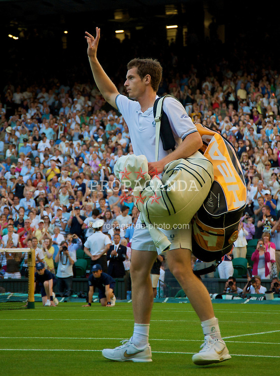 LONDON, ENGLAND - Tuesday, June 23, 2009: Andy Murray (GBR) walks off centre court after his Gentlemen's Singles 1st Round victory on day two of the Wimbledon Lawn Tennis Championships at the All England Lawn Tennis and Croquet Club. (Pic by David Rawcliffe/Propaganda)