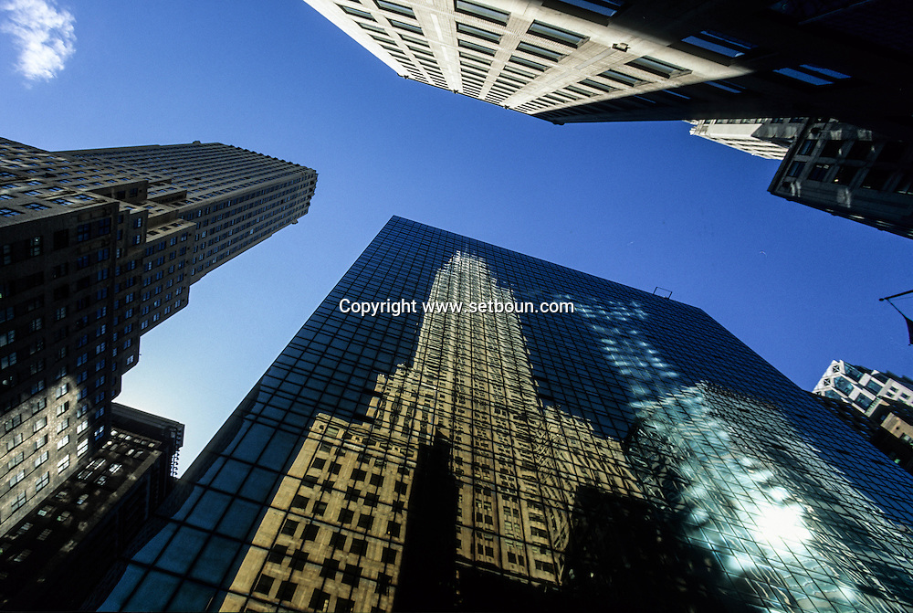 New york -  Lexington avenue . Chrysler building  reflection on a mirror tower  / reflets miroir  du Chrysler Building   sur lexington avenue