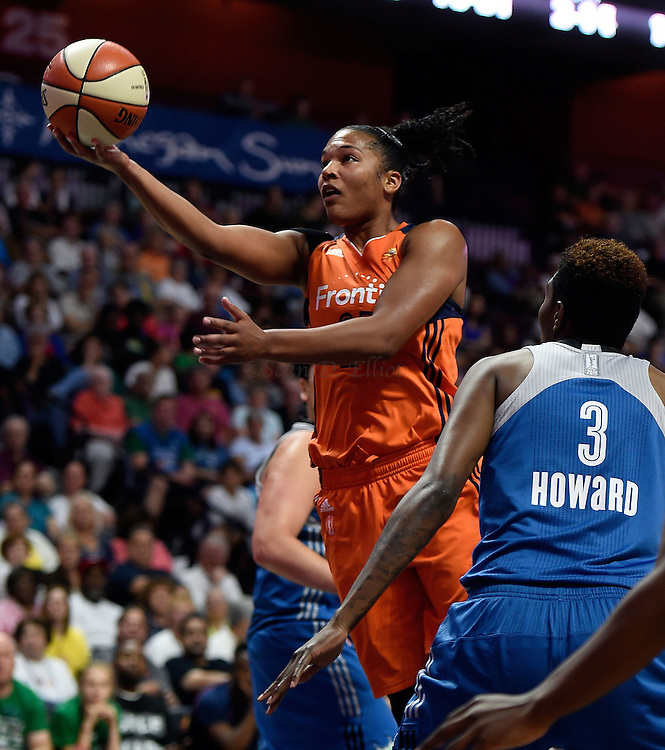 7/7/16 :: SPORTS :: GRIFFEN :: Connecticut's Alyssa Thomas splits the defense of Minnesota's Janel McCarville, back, and Natasha Howard (3) in WNBA action Thursday, July 7, 2016 at Mohegan Sun Arena. The Sun came back to take a 93-89 overtime win over the defending WNBA champion Lynx. (Sean D. Elliot/The Day)