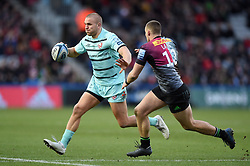 Chris Harris of Gloucester Rugby takes on the Harlequins defence - Mandatory byline: Patrick Khachfe/JMP - 07966 386802 - 01/12/2019 - RUGBY UNION - The Twickenham Stoop - London, England - Harlequins v Gloucester Rugby - Gallagher Premiership