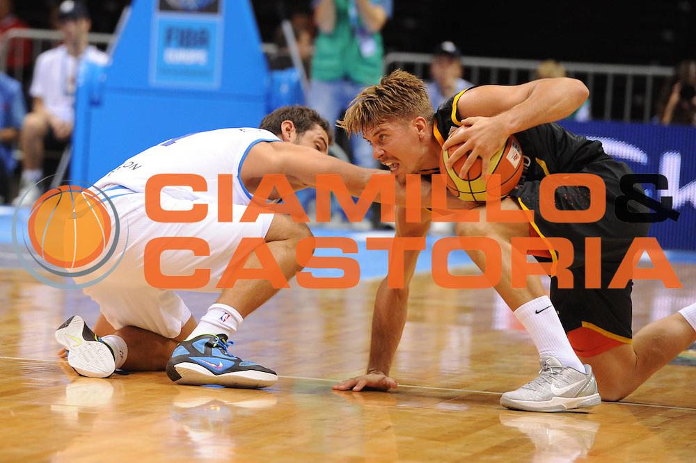 DESCRIZIONE : Siauliai Lithuania Lituania Eurobasket Men 2011 Preliminary Round Italia Germania Italy Germany<br /> GIOCATORE : <br /> SQUADRA : Italia Italy<br /> EVENTO : Eurobasket Men 2011<br /> GARA : Italia Germania Italy Germany<br /> DATA : 01/09/2011 <br /> CATEGORIA : curiosita<br /> SPORT : Pallacanestro <br /> AUTORE : Agenzia Ciamillo-Castoria/GiulioCiamillo<br /> Galleria : Eurobasket Men 2011 <br /> Fotonotizia : Siauliai Lithuania Lituania Eurobasket Men 2011 Preliminary Round Italia Germania Italy Germany<br /> Predefinita :