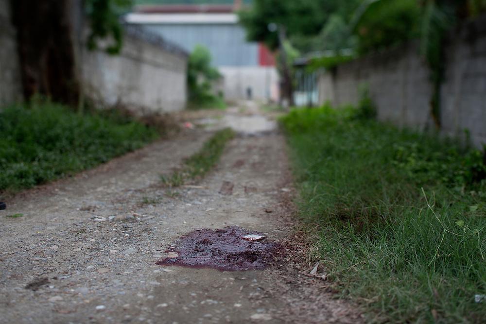 San Pedro Sula, Honduras<br /> <br /> En ung man avr&auml;ttades p&aring; grusv&auml;gen i Chamelecon av tv&aring; m&auml;n. M&ouml;rdarna greps kort d&auml;refter.<br /> <br /> Photo: Niclas Hammarstr&ouml;m