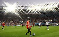 FUSSBALL EUROPAMEISTERSCHAFT 2008  Finale Deutschland - Spanien    29.06.2008 Cesc Fabregas (ESP) am Ball;Feature;