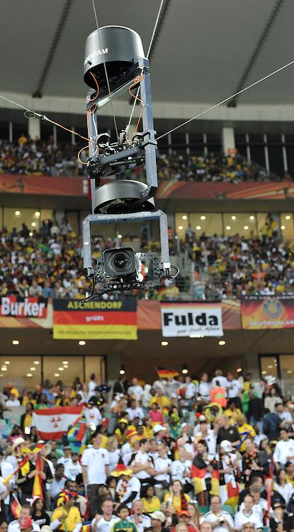 FUSSBALL WM 2010   VORRUNDE    Gruppe D   13.06.2010 Deutschland - Australien Die fahrbare Stadionkamera in Durban