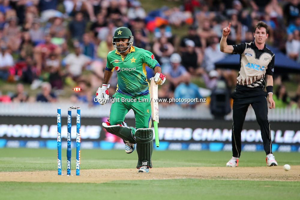 Pakistan's Sarfraz Ahmed is run out by Black Cap's Adam Milne during the second T20 match of the ANZ International T20 series - New Zealand Black Caps v Pakistan played at Seddon Park, Hamilton, New Zealand on Sunday 17 January 2016. Copyright Photo:  Bruce Lim / www.photosport.nz