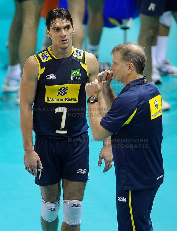 27-06-2010 VOLLEYBAL: WLV NEDERLAND - BRAZILIE: ROTTERDAM<br /> Nederland verliest met 3-2 van Brazilie / Giba en Bernardo Rezende<br /> &copy;2010-WWW.FOTOHOOGENDOORN.NL