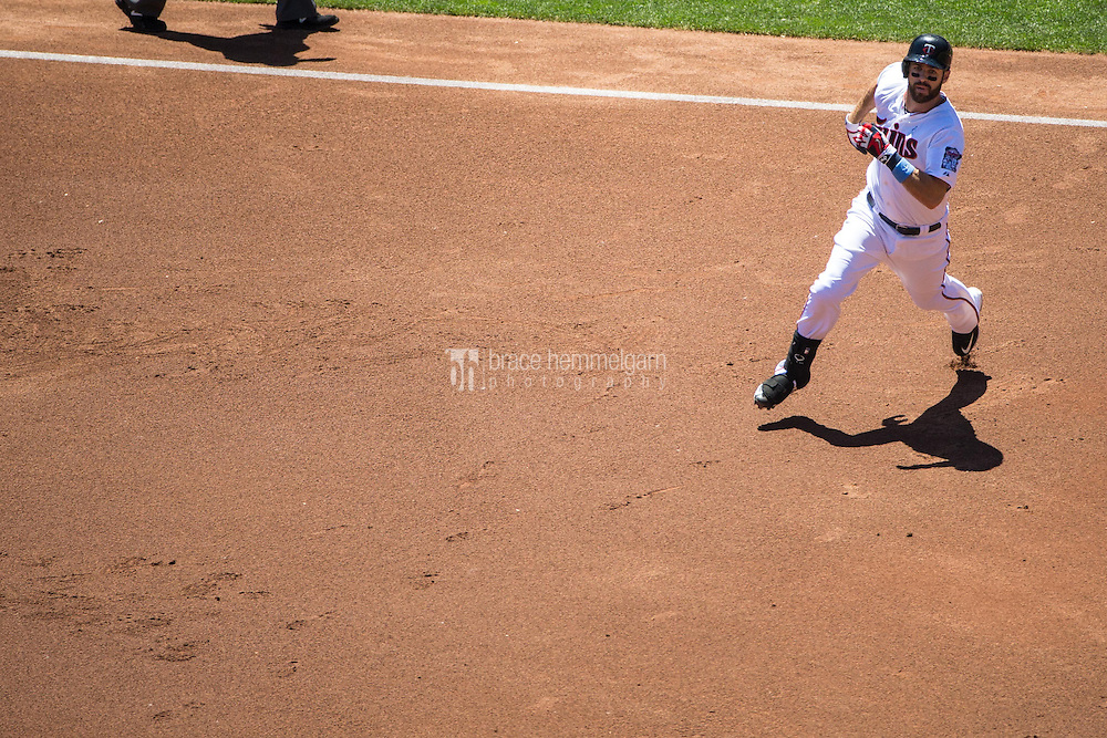MINNEAPOLIS, MN- JUNE 21: Joe Mauer #7 of the Minnesota Twins runs against the Chicago Cubs on June 21, 2015 at Target Field in Minneapolis, Minnesota. The Cubs defeated the Twins 8-0. (Photo by Brace Hemmelgarn) *** Local Caption *** Joe Mauer