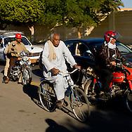 corniche along the Nile  Louxor - Egypte    /  corniche sur le nil  Louqsor - Egypt   /  LOUX037