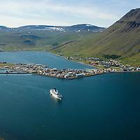 Ísafjörður til suðvesturs / Isafjordur viewing southwest.