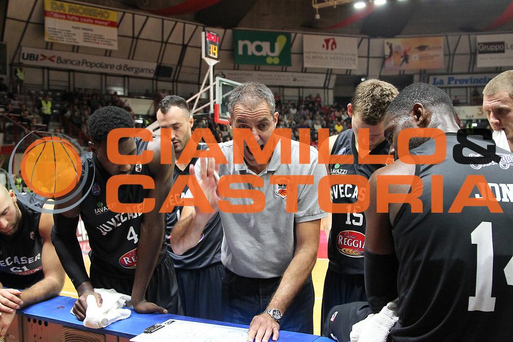 DESCRIZIONE: Varese Lega A 2015/16 <br /> Openjobmetis Varese vs Pasta Reggia Caserta<br /> GIOCATORE: Pasta Reggia Juve Caserta Sandro Dell'Agnello<br /> CATEGORIA: time out<br /> SQUADRA: Pasta Reggia Juve Caserta<br /> EVENTO: Campionato Lega A 2015-2016<br /> GARA: Openjobmetis Varese Pasta Reggia Caserta<br /> DATA: 04/10/2015<br /> SPORT: Pallacanestro<br /> AUTORE: Agenzia Ciamillo-Castoria/A. Ossola<br /> Galleria: Lega Basket A 2015-2016<br /> Fotonotizia: Varese Lega A 2015-16 <br /> Openjobmetis Varese Pasta Reggia Caserta