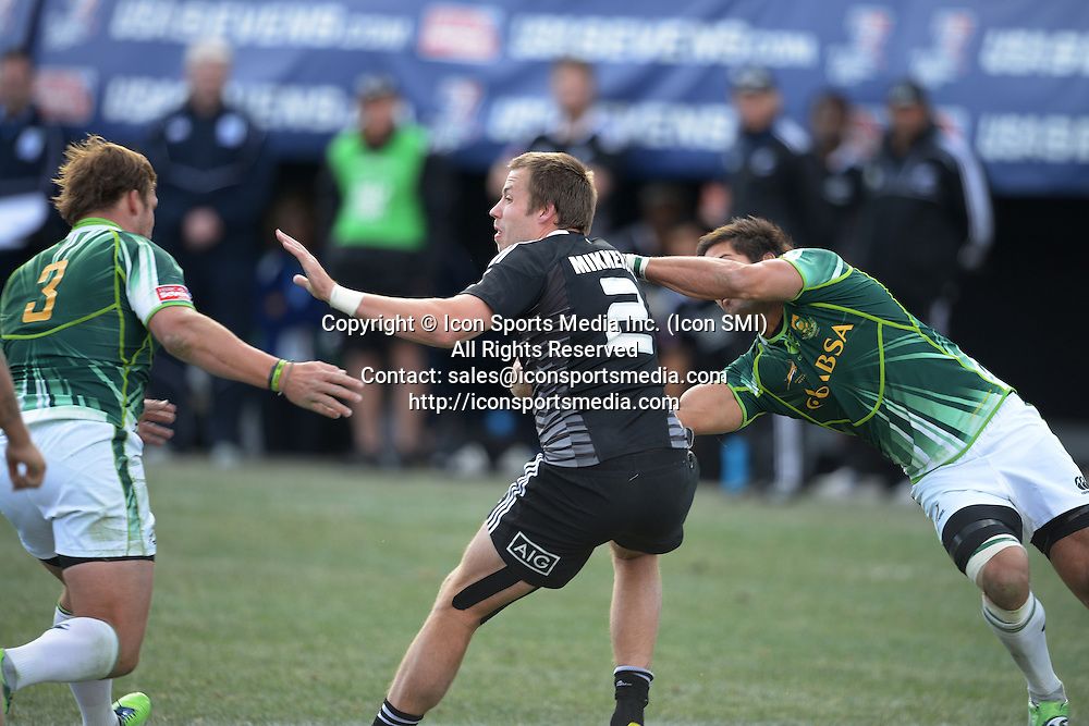 10 February 2013: Tim Mikkelson (2) of New Zealand looks to avoid Frankie Horne (3) and Stephan Dippenaar (8) of South Africa in the Cup final of round 5 of the HSBC Sevens World Series of Rugby at Sam Boyd Stadium in Las Vegas, Nevada. South Africa defeated New Zealand 40-21.
