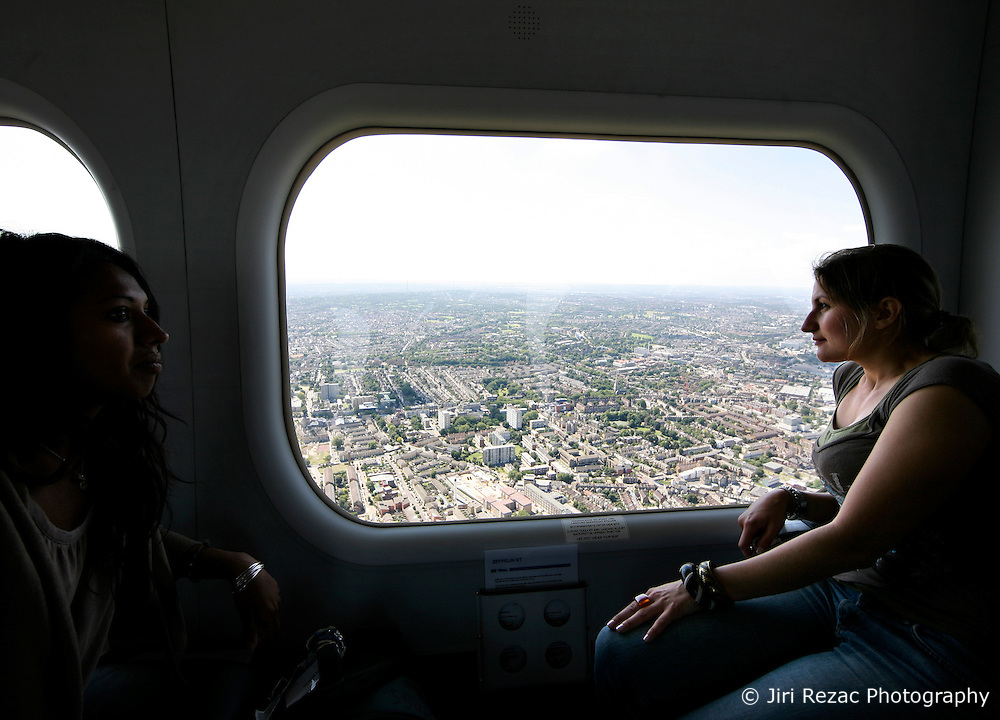 UK ENGLAND LONDON 22JUL08 - Passengers look out of the cabin of the 'Star over London' zeppelin during a flight route over central London. ..jre/Photo by Jiri Rezac..© Jiri Rezac 2008..Contact: +44 (0) 7050 110 417.Mobile:  +44 (0) 7801 337 683.Office:  +44 (0) 20 8968 9635..Email:   jiri@jirirezac.com.Web:    www.jirirezac.com..© All images Jiri Rezac 2008 - All rights reserved.