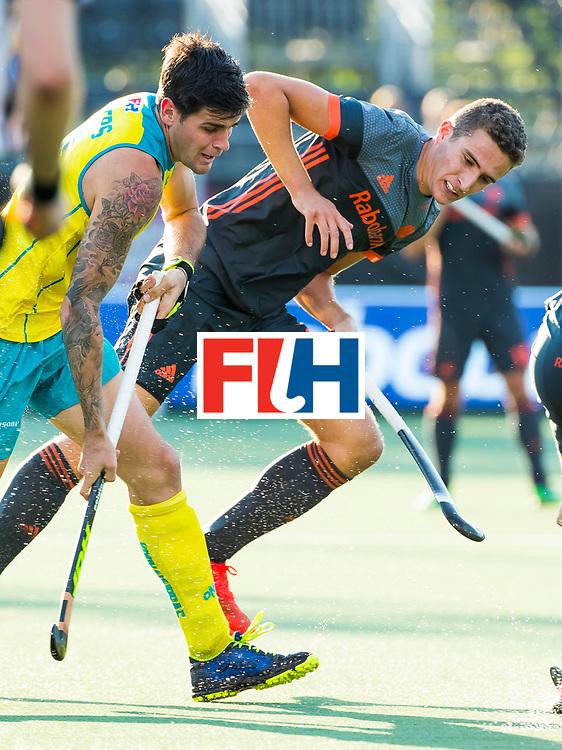 BREDA - Jonas de Geus (Ned) met Blake Govers (Aus)   tijdens Nederland- Australie (1-3) bij  de Hockey Champions Trophy. COPYRIGHT KOEN SUYK
